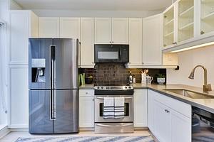 Спорный вопрос: можно ли ставить холодильник рядом с батареей