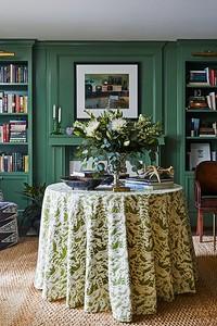Смело и модно: как оформить гостиную в зеленом цвете