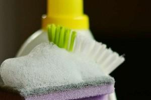 Что не стоит чистить универсальным средством для уборки: 9 примеров
