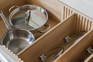 Как хранить кастрюли на кухне, чтобы было удобно: 6 умных решений