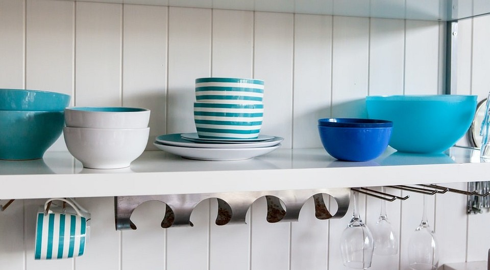 8 потрясающе удобных примеров хранения и организации шкафов на кухне, о которых вы раньше не знали