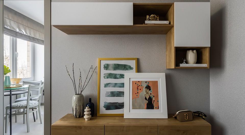 Интерьер дополняют картины: Azure touches &...