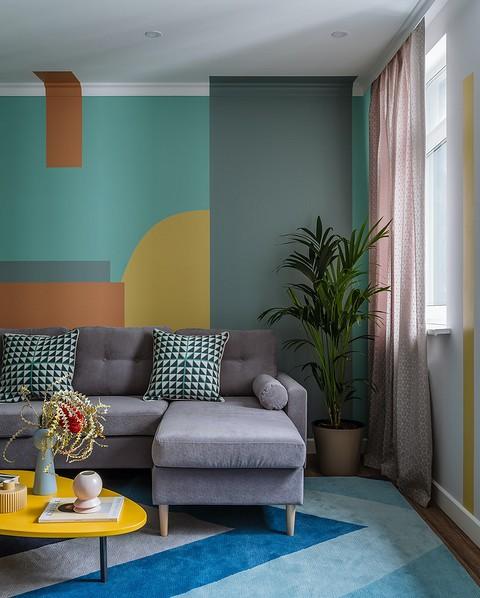 «Стена за диваном стала «полот&...