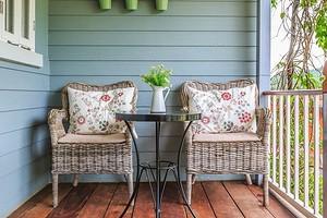 Как украсить очень маленькую террасу на даче: 6 красивых идей
