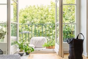 Велосипед, шины и банки с соленьями: идеи для хранения 5 вещей, которые вы хотите убрать с балкона