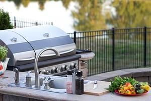 5 бюджетных решений для обустройства летней кухни на дачном участке