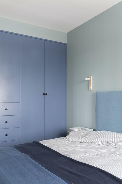 Шкафы вспальне — насыщенно го&#...