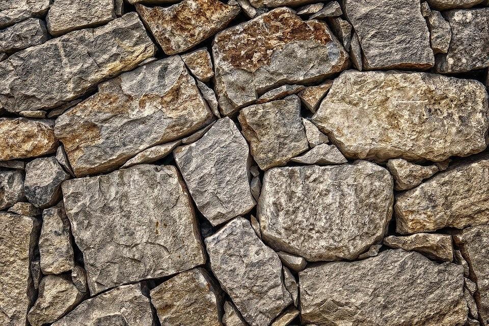 Как ухаживать за декоративными камнем и каменной насыпью в огороде