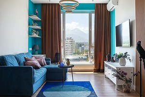 Синий цвет и вид на горы: интерьер квартиры, который умиротворяет