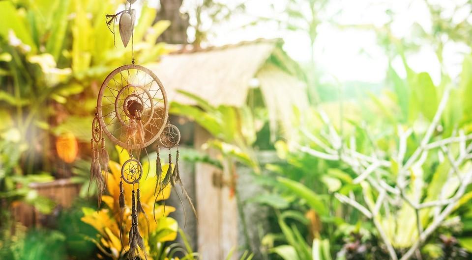 Не усложняйте: 4 дорогих предмета декора, которые на самом деле портят ваш придомовой участок