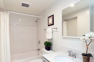 До и после: 4 бюджетных преображения ванных комнат и санузла