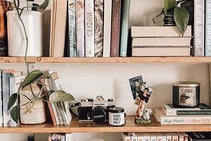 6 идей для порядка в книжном шкафу (если вы устали постоянно искать нужное на полках)