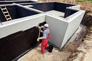 Все о гидроизоляции фундамента своими руками