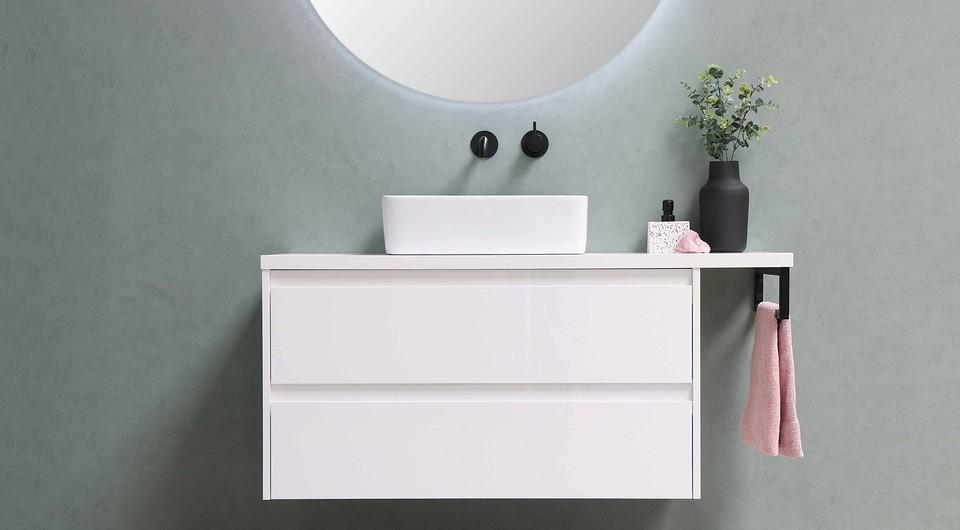 5 интерьеров ванных комнат для тех, кто не любит яркие цвета