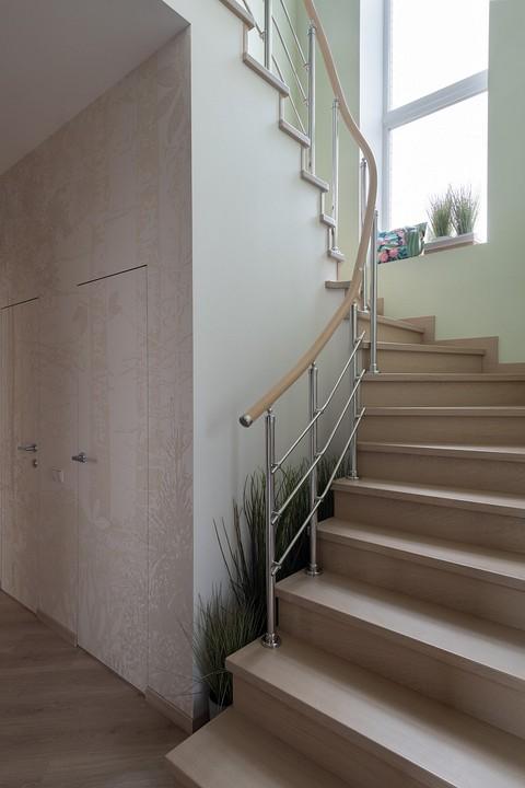 Лестница на второй этаж —с дуб&...