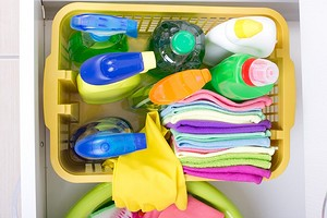 Как и где хранить средства для уборки: 8 удобных и функциональных идей
