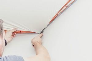 Как самому натянуть натяжной потолок: подробная инструкция