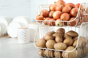 Где хранить лук, чтобы он оставался свежим: 10 правильных способов для квартиры