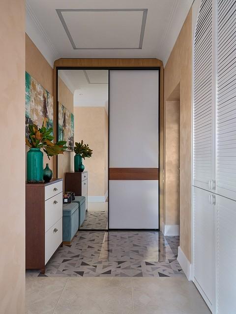 В прихожей — шкаф-купе для верх&...