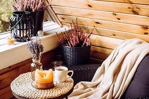 7 классных идей для украшения балкона осенью