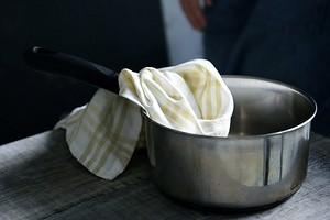 6 действенных способов отстирать грязные кухонные полотенца (будут как новые!)