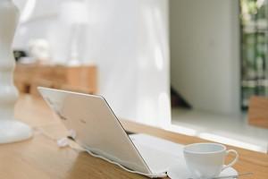 Снова на удаленку: 9 действенных приемов улучшить свое рабочее место дома