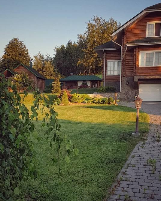 Для тех, кто ждет дачный сезон: 10 домов с красивым садом