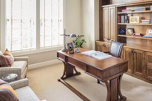 Домашние кабинеты в классическом стиле (32 фото)