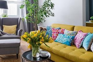 Добавьте цвета: как вписать яркий диван в интерьер