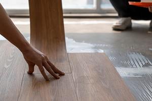 2 простых способа самостоятельной укладки виниловой плитки