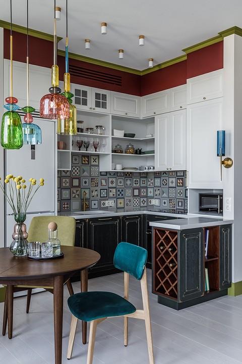 На кухне шкафы встроены под пот...