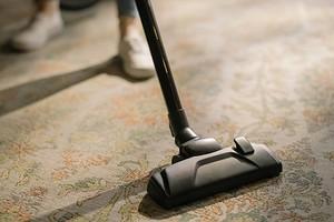 9 лучших народных средств для чистки ковра в домашних условиях