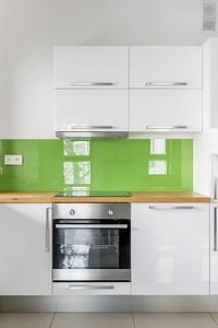 Фартук для кухни из пластика: обзор плюсов и минусов