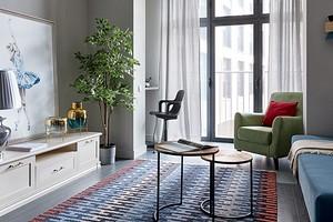 Маленькая квартира для сдачи в аренду с зоной спальни, гостиной и кабинетом на лоджии