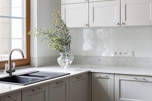 Мойка у окна на кухне: красивый прием или головная боль? Спросили дизайнеров