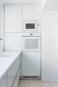 Белая кухня с белой столешницей: 5 вариантов оформления и 50 фото