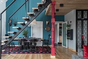 Интерьер как арт-объект: яркий дачный дом семьи архитекторов
