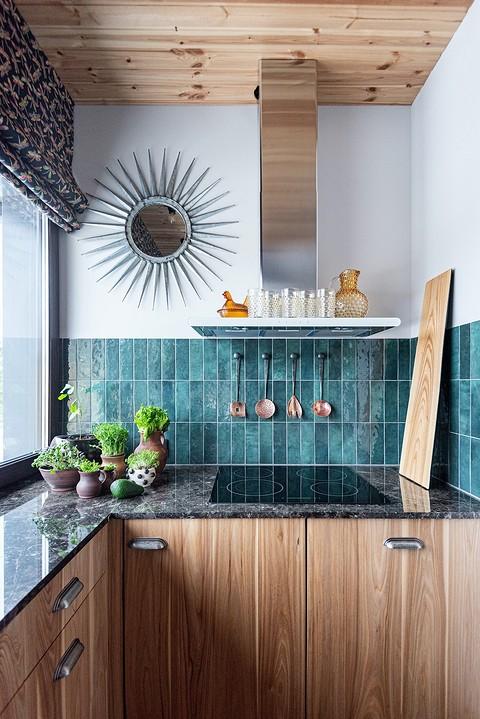 Маленькая кухня выполнена на з&...