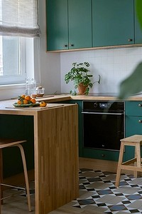 Это стильно: 8 кухонь, где скомбинировали два напольных покрытия
