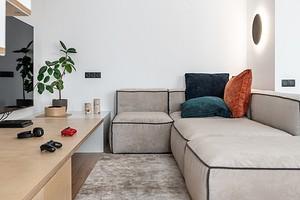 Скандинавский минимализм: двухуровневая квартира для геймеров