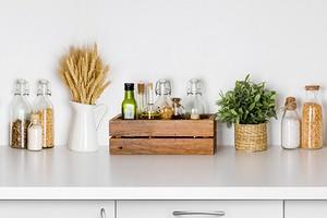 7 красивых идей для хранения соусов и заправок на вашей кухне