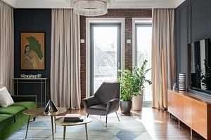 Эффектный интерьер квартиры с классическими деталями