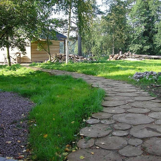 Садовые дорожки из спилов дерева на даче: 30 фото, пошаговая инструкция, как сделать своими руками | ivd.ru