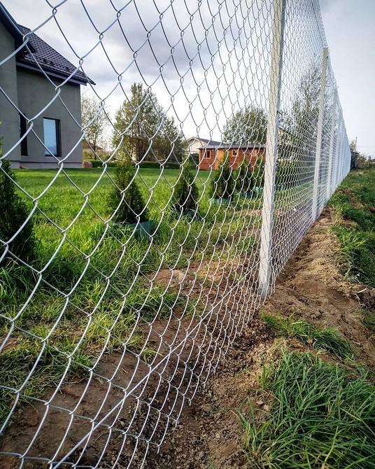 Как сетку-рабицу сделать непрозрачной и закрыть от соседей: 16 фото оригинальных вариантов