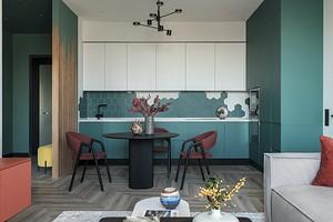 Интерьер в насыщенных тонах: удобная квартира для семьи