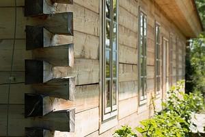 6 ошибок в уходе за деревянным домом, которые влияют на долговечность