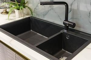 Черная раковина в интерьере кухни и ванной (56 фото)