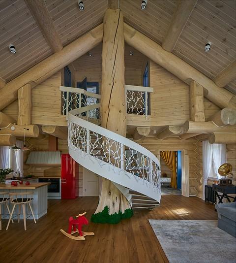 «Винтовая деревянная лестниц...