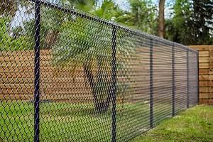 Каким должен быть забор по закону: актуальные правила 2021 года