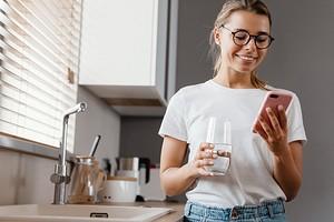 На страже полезных привычек: 7 домашних аксессуаров, которые помогут пить больше воды